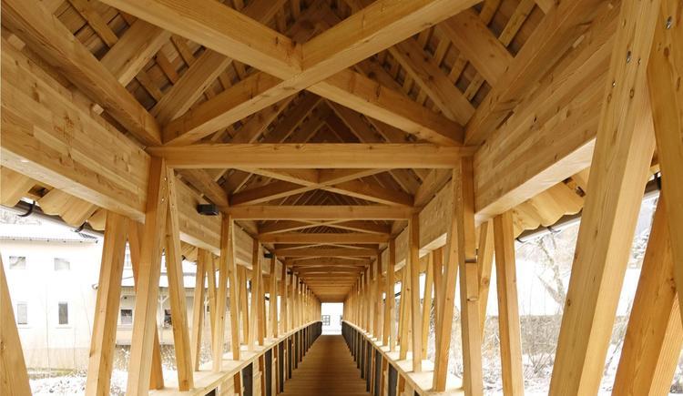 Hofmühlersteg mit Überdachung von Holzbau Bammer (© Foto Holzbau Bammer Scharnstein)