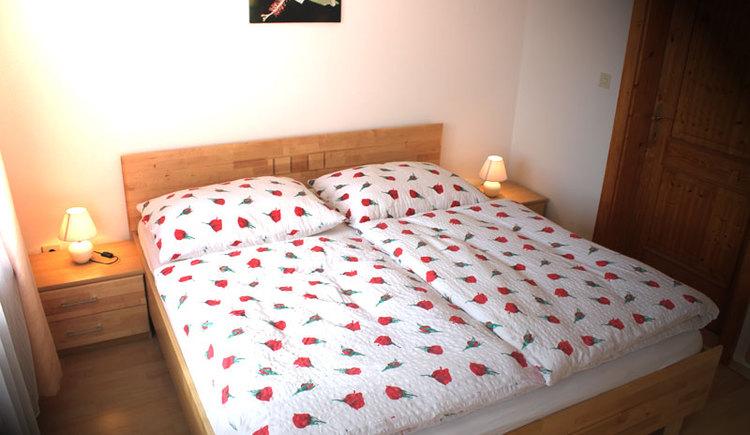 Schlafzimmer: Ferienwohnung Rosa Mair- Zeininger in Sankt Georgen im Attergau