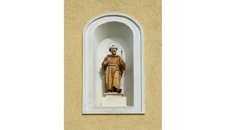Blick auf eine Heiligenfigur