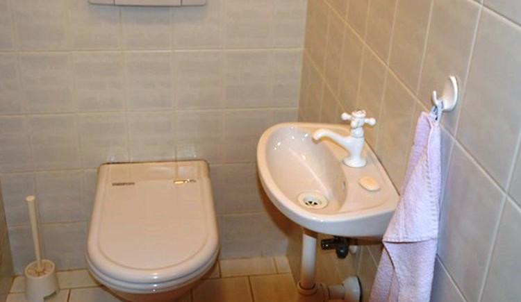 Toilette, mit Waschbecken