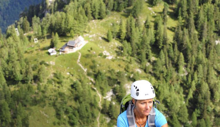 am Talboden sieht man die Hochkogelhütte. (© Naturfreunde Ebensee)