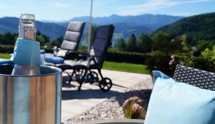 Steinmair`s Landhaus, Terrasse, Entspannen, Seesicht, Ruhe, Gemütlichkeit, Berg im Attergau