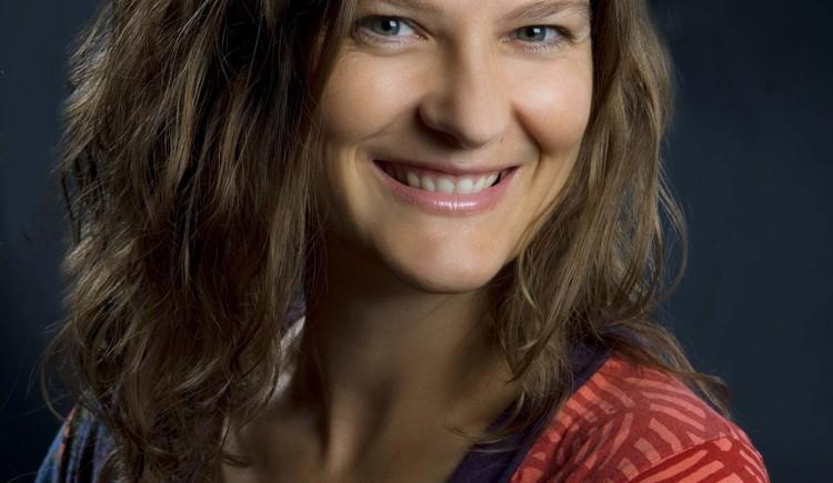 Frau Luzia Lichtenegger aus Bad Goisern bietet in ihrem Studio wohltuende Klangmassagen an. Tun sie ihrem Körper etwas Gutes und lassen sie sich verwöhnen. (© Klang des Herzens, Luzia Lichtenegger, Bad goisern)