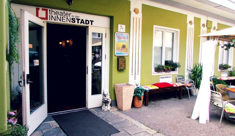 theater-in-der-innenstadt_eingang (© Theater in der Innenstadt)