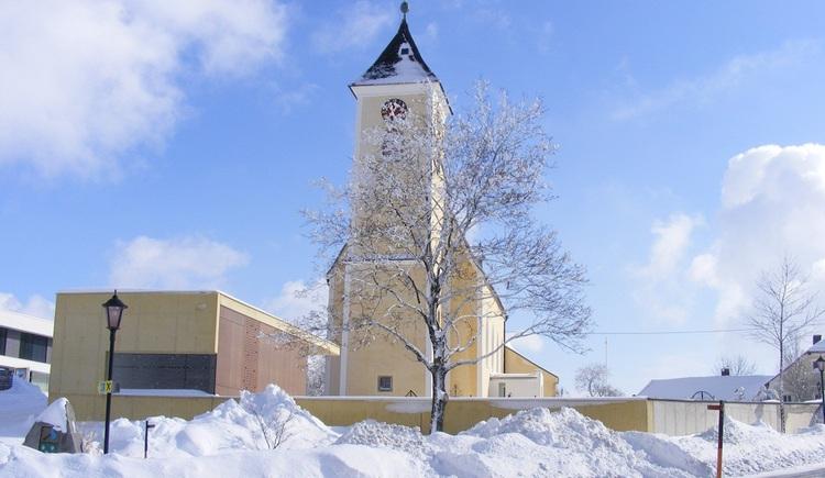 """Der \""""Herz\"""" von St. Stefan am Walde ist der Ortplatz mit der Pfarrkirche, welche zugleich ein Kraftplatz ist."""