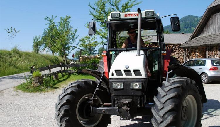 Die Bäuerin am Traktor (© grendelgraben)