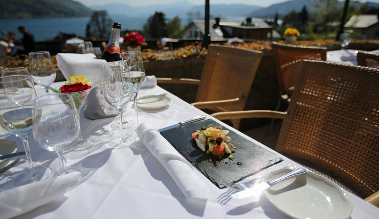 Blick von der Terrasse auf den Attersee (© Hotel Restaurant Häupl)