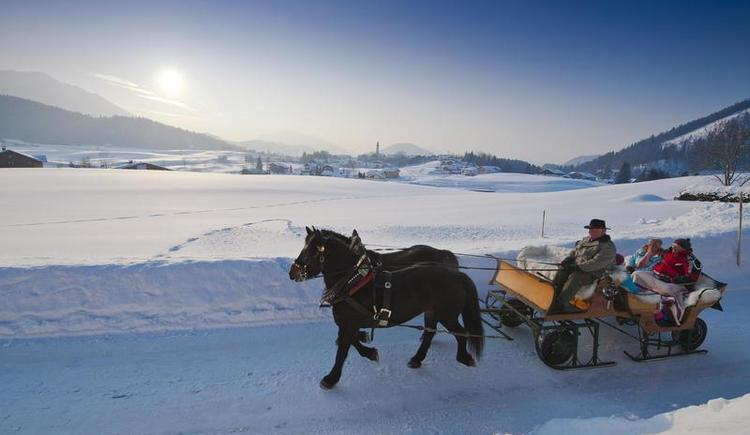 Pferdeschlittenfahrt mit Blick nach Faistenau (© Fuschlsee Tourismus GmbH - Erber)