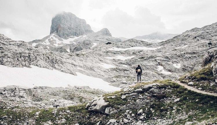 Hochalpines Flair entlang des Dachsteinrundwanderweges inmitten der Gesteinlandschaft.. (© © Dachsteinrundwanderweg © ladyvenom)