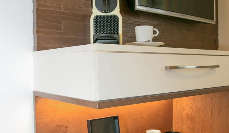 Service des Hauses - Nespresso Maschine (© Katharina Wisata / Elisabeth Poringer)