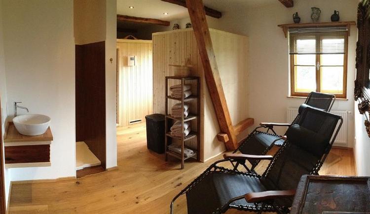 Ruheraum mit Sauna und Infrarotkabine (© Privat)