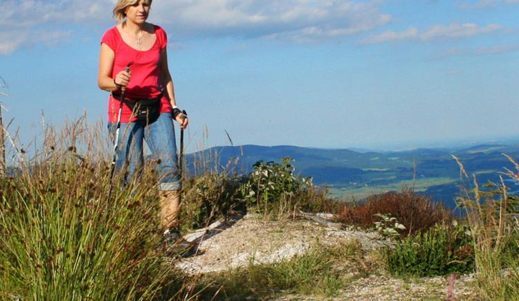 Auf dem Natura Trail in Schwarzenberg am Böhmerwald atemberaubende Ausblicke in die Ferienregion Böhmerwald erleben.