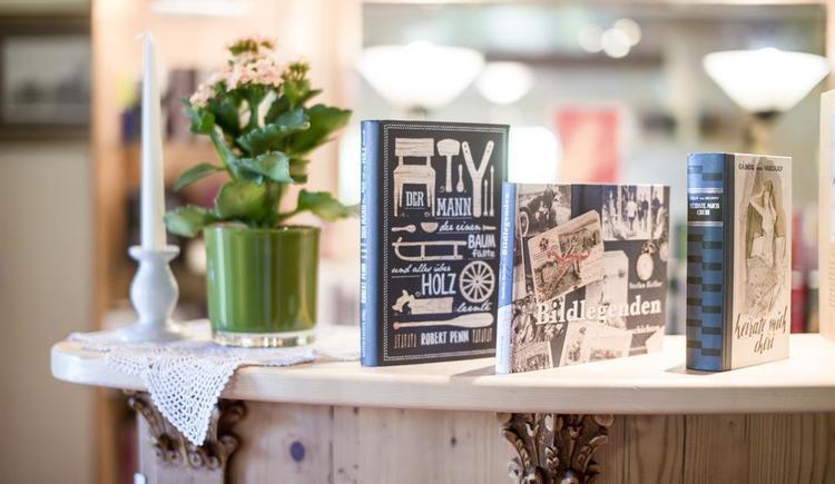 Innenbereich mit Büchern im Hotel Garni Sonnleitn (© Hotel Garni Sonnleitn)