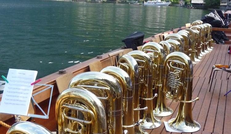Ein besonderes Highlight des Bläserurlaubs ist die Ausfahrt mit dem Boot am Hallstättersee. \n