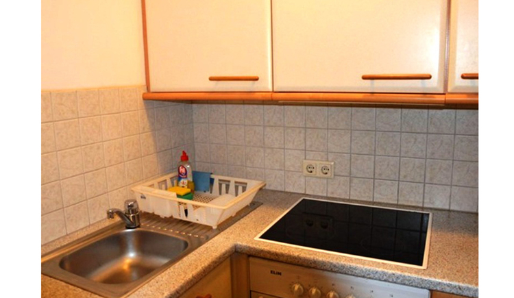 kitchen with cooker and kitchen sink