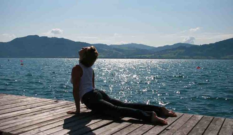 Yoga am Attersee mit Pia Angel (© Pia Angel)