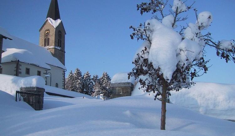Kirche in Schwarzenberg im Winer (© Gemeindeamt Schwarzenberg am Böhmerwald)