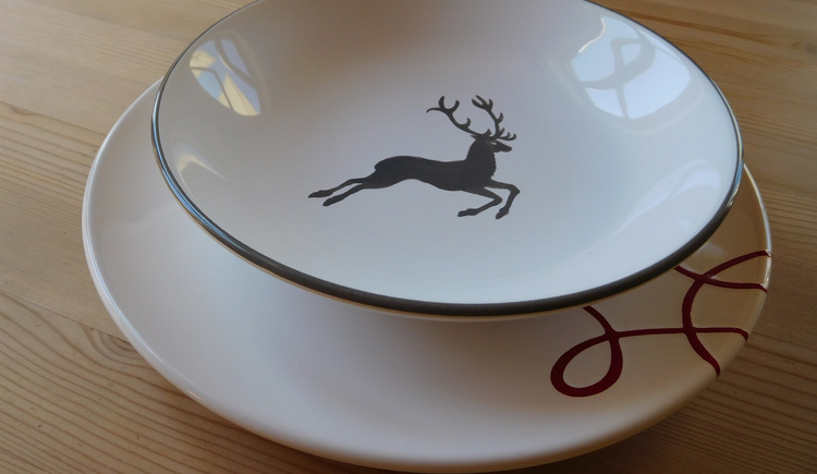 Plate with a deer