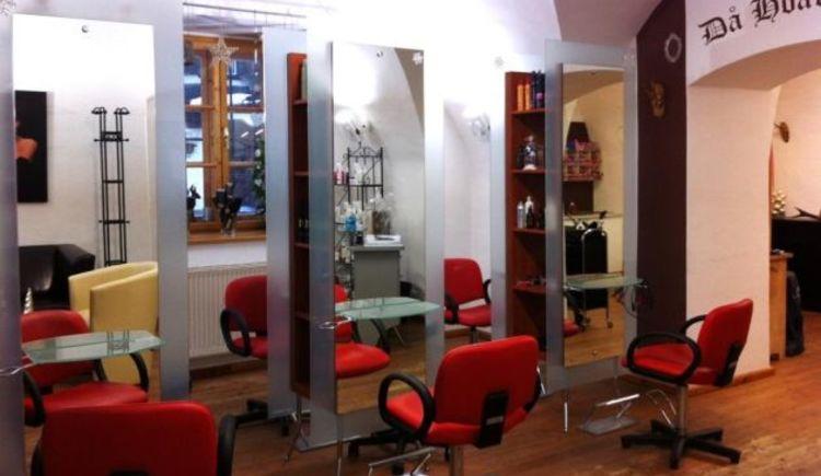 Modernes Friseurgeschäft zentral in der Kirchengasse in Bad Goisern gelegen.