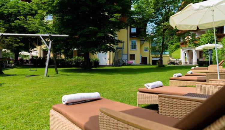 Cosy lawn for sunbathing (© www.fischerwirt.net)