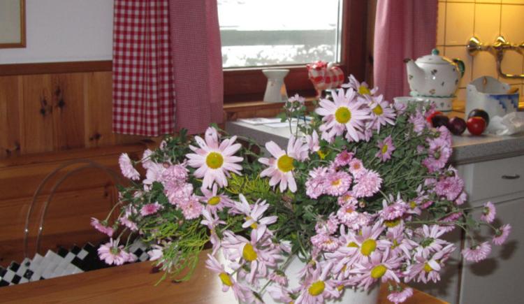 Ferienhaus Rosalinde - Küche - Lass Blumen sprechen