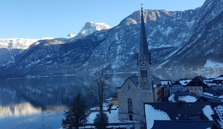 The Evangelical Parish Church is located directly in the historical city center of Hallstatt.