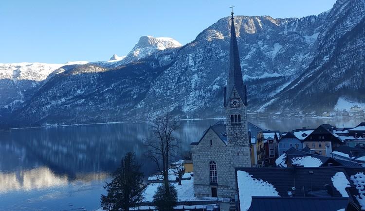 Die Evangelische Christuskirche befindet sich direkt im historischen Zentrum von Hallstatt. (© Ferienregion Dachstein Salzkammergut/Michelle Knoll)