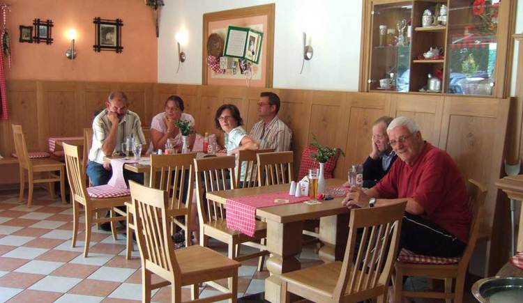 Comfortable sitting together at the buffet Nussbaumer