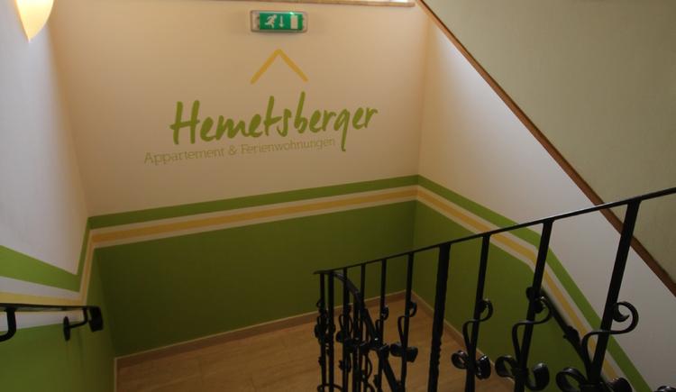 Ferienwohnung Hemetsberger, Aufgang zu den Wohnungen.