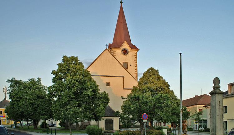 Marktplatz mit Pfarrkirche (© Joh. Mülleder)