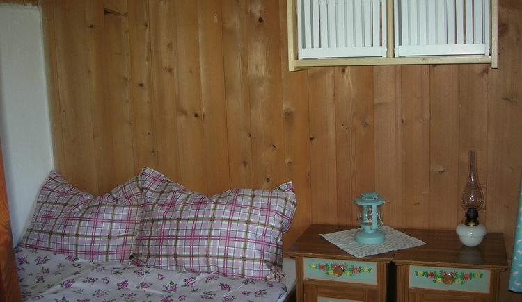 Ein Schlafzimmer befindet sich im Erdgeschoss