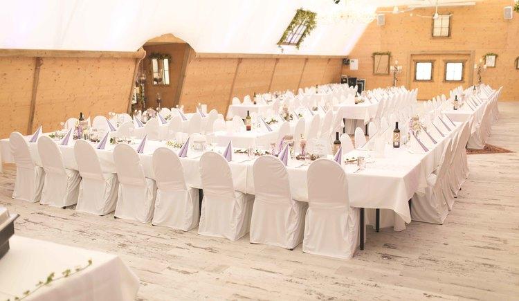 Unser Veranstaltungszelt mit Sitzplätzen bis zu 150 Personen, eignet sich ideal für Hochzeiten, Geburtstagsfeiert, Firmenveranstaltungen, ...