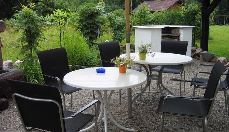 Terrasse mit Grill (© Ilsemann)