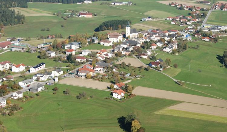 Ortsansicht Luftaufnahme (© Marktgemeinde St. Peter)