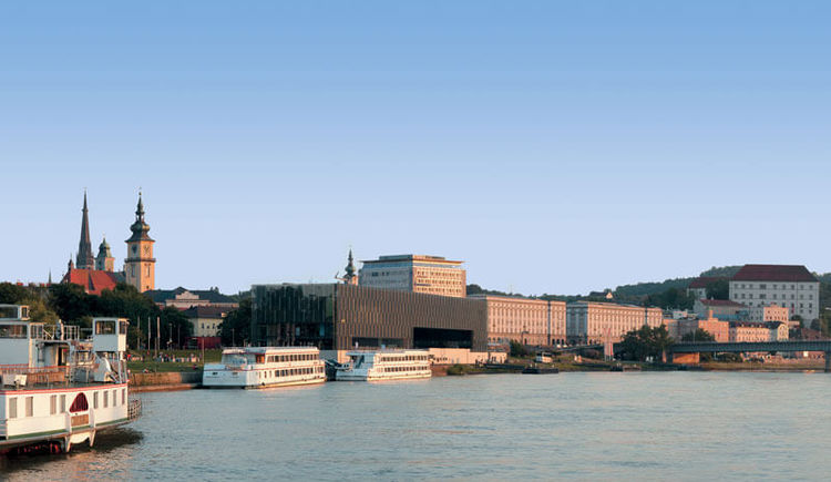 Kulturmeile in Linz mit Lentos und Schloss an der Donau (© Linz Tourismus)