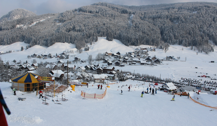 The aprés ski bar Gosauschmied is situated directly above the bottom station of the Hornspitz