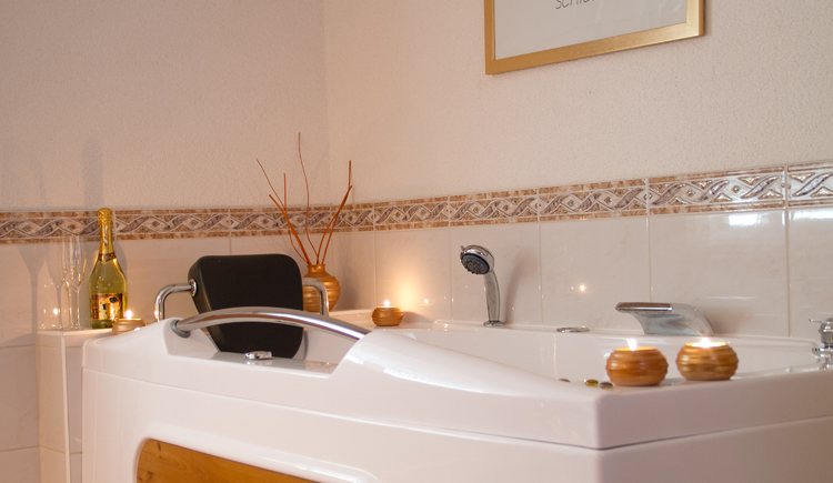 Fewo 2 de luxe Wellness - Whirlpool - Pension Knoll **** Attersee, Salzkammergut (© Pension Knoll)