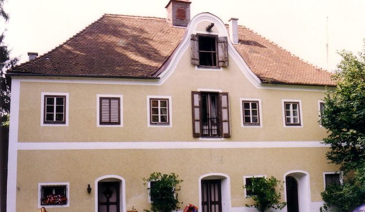 Schloss Mühlheim Nebengebäude.jpg