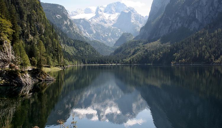 Hier sehen sie die weltbekannte Ansicht vom Gosausee und Dachstein mit Gosau Gletscher im Hintergrund. (© Ferienregion Dachstein Salzkammergut/Elisabeth Grill)
