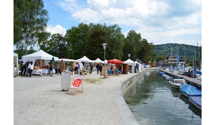 Zweiter Kunsthandwerkermarkt in Schörfling. (© Die Kunsthandwerker)
