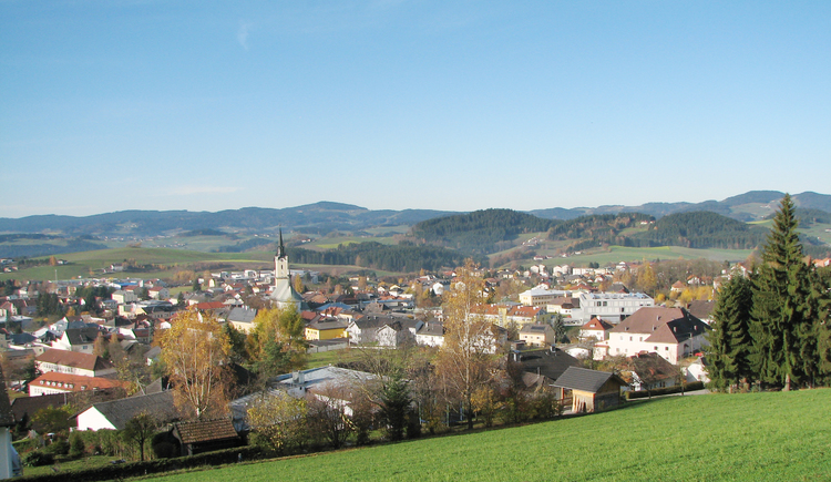Panoramaweg Rohrbach-Berg. Herrliche Ausblicke über die Stadt Rohrbach-Berg und über das Mühlviertel in Oberösterreich.