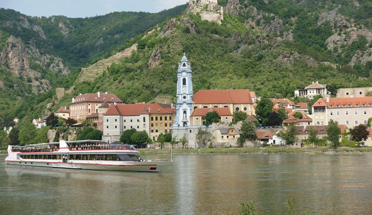MS Kaiserin Elisabeth bei Dürnstein (© Donau Touristik)