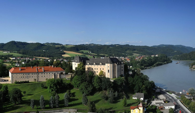 Schloss Greinburg und Umgebung