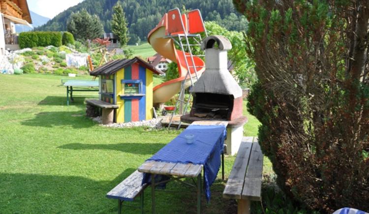 Haus Schober: Gartengriller und Spielplatz