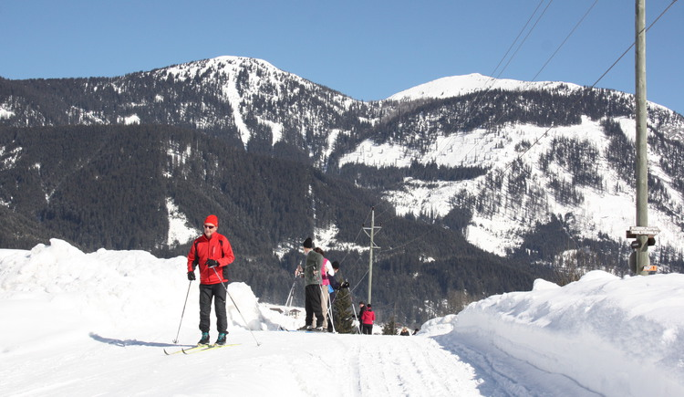 Cross  country skiing in Gosau with a magnificent mountain view