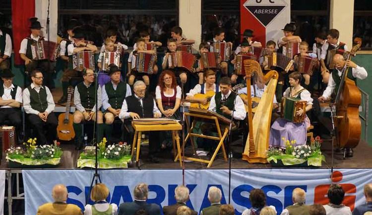 Sänger- und Musikantentreffen in der Turnhalle der Hauptschule Strobl. (© WTG)