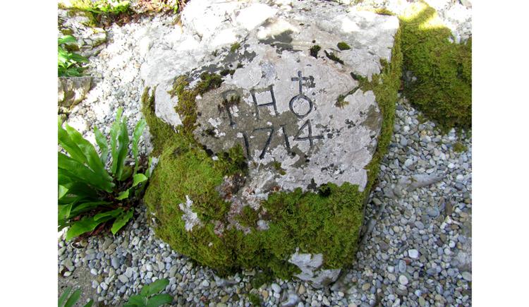 Blick auf einen Stein