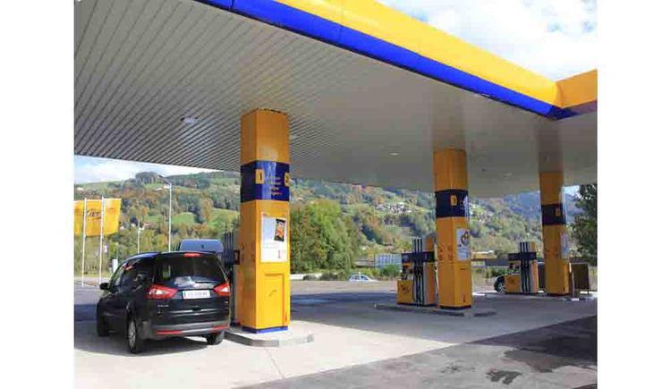 Petrol Station, car