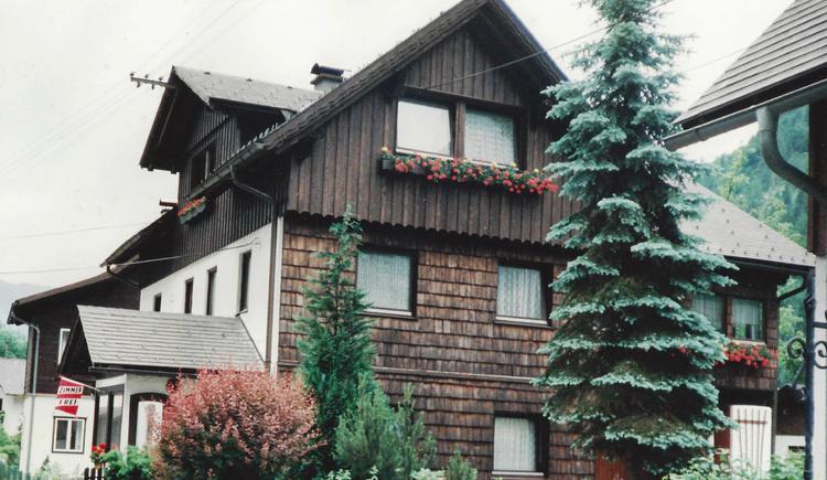 Das Haus Steinbrecher liegt direkt am Hallstättersee in der Welterberegion Dachstein Salzkammergut.