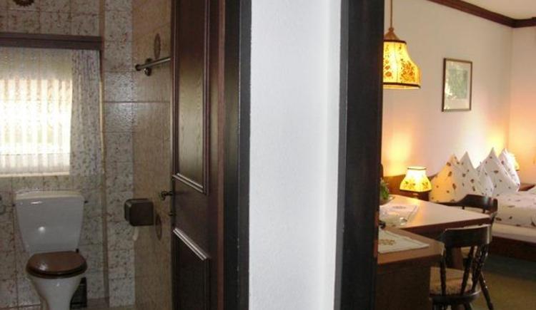 Familienzimmer Vorraum - links Kinderzimmer (© Bürtlmair)